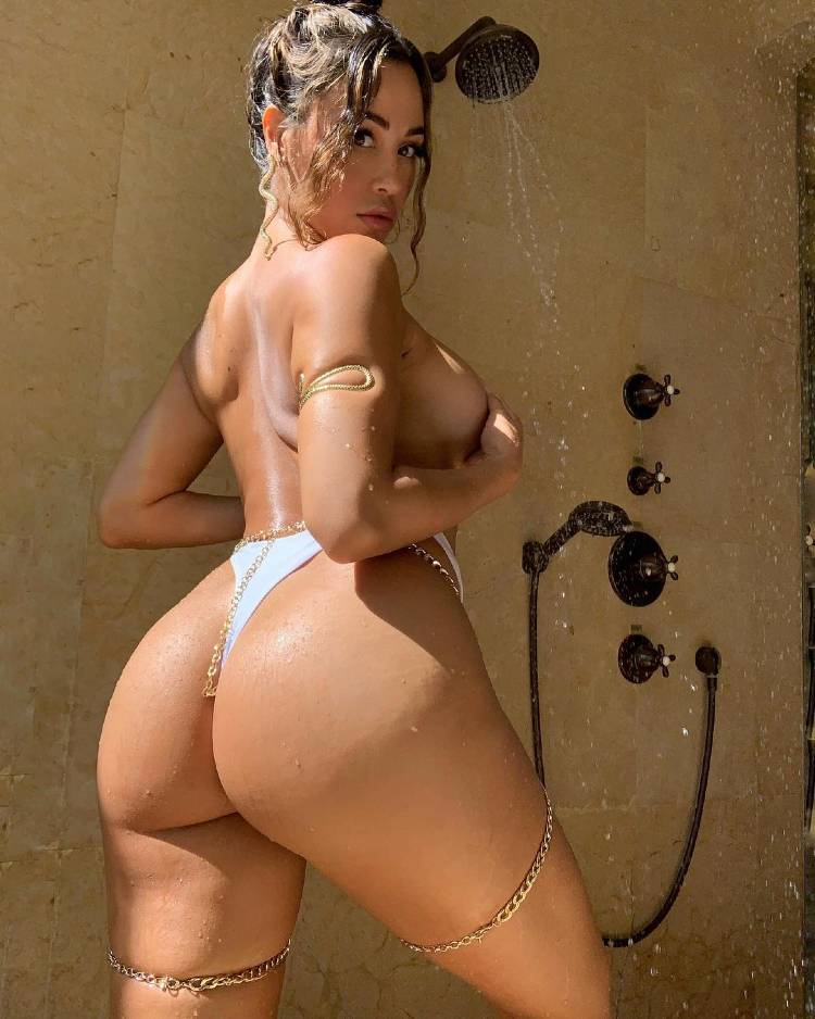 Ana Cheri showing off her curvy glutes and topples body from the back
