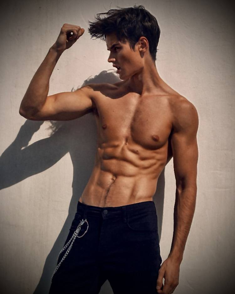 Francisco Lachowski flexing his chiseled shirtless body