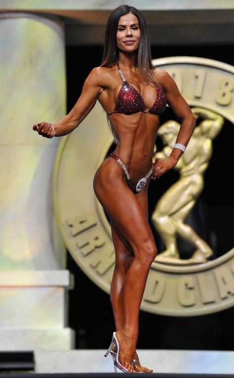 Sophie Gudiolin performing a pose on the Arnold Classic Amateur 2017 stage