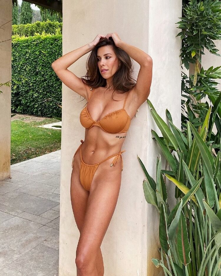 Devin Brugman posing with her ripped abs.